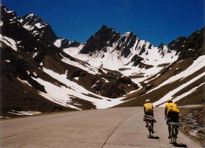 2 cyclists in Andes