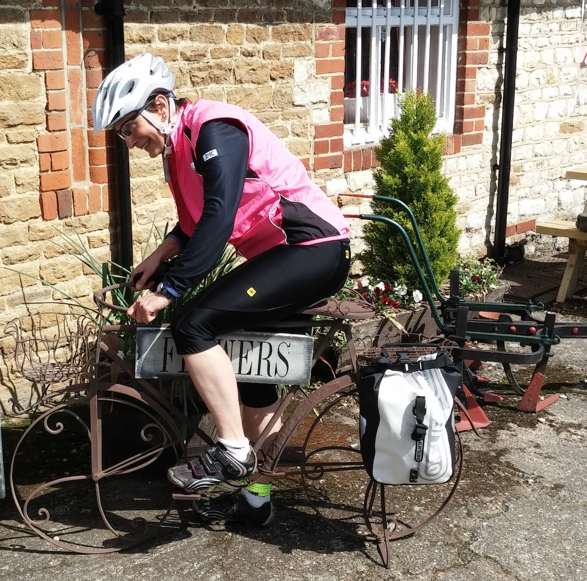 2014-04-30 Loiuse finds a puncture proof bike at last